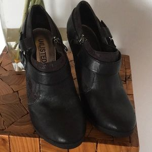 UNLISTED by Kenneth Cole Black Shoeties